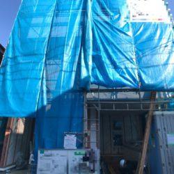 新河岸駅徒歩圏、2000万円前半で新築戸建てが購入できます。旭住宅内に位置する3階建て。雨の日も安心のビルトインカースペース付いています。12月完成予定ですが、延期の場合もあります。安心の性能評価書付き。お気軽にお問合せ下さい。(外観)